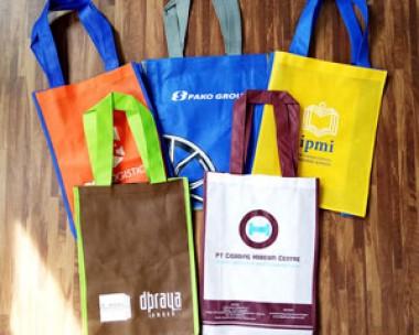 Buat Tas Souvenir, Tas Spunbond, Bahan Daur Ulang, Goodie Bag Promosi, Harga Murah, Lokasi Jakarta, GRATIS Pengiriman Area Jakarta