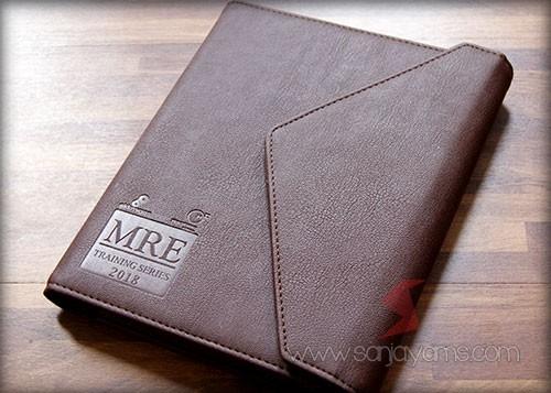 Agenda promosi dengan cetakan emboss logo MRE