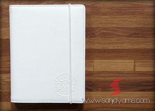 Cover memo kulit warna putih