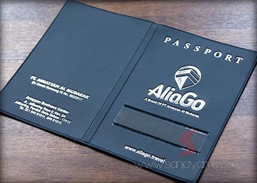 Cover paspor bahan biru dongker cetak poly silver