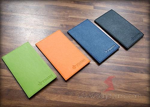 Dompet kartu ID dengan berbagai macam warna