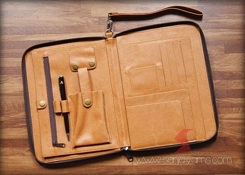Detail bagian dalam dompet kulit serbaguna - Archi