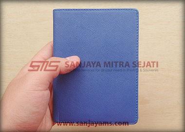 Dompet paspor warna biru