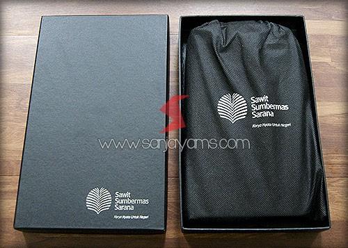 Packaging box hitam untuk dompet travel
