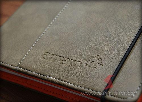 Detail emboss logo di cover depan - Antam