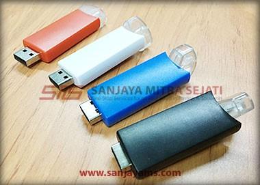 Ujung diputar untuk membuka USB