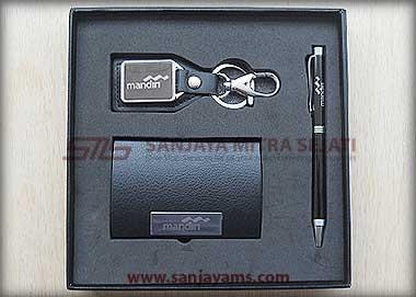 Contoh gift set dengan logo Bank Mandiri