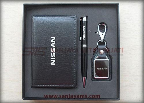 Hasil cetakan logo nissan pada gift set 304