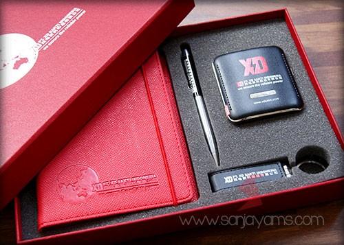 Gift set dengan cetakan logo PT XD