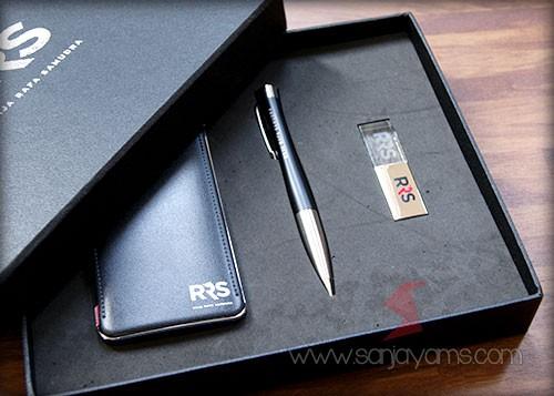 Isi : Powerbank + Pen + USB Crystal