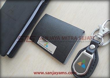 detail hasil cetakan logo pada dompet kartu