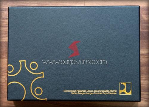 Cetak poly emas di box hard cover