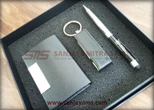 Pen, USB dan Tempat Kartu Nama