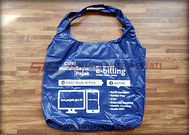 Goodie bag warna biru tampilan depan