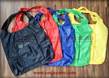 Goodie bag dengan beberapa varian warna
