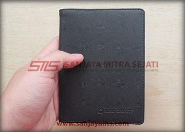 Dompet paspor warna hitam