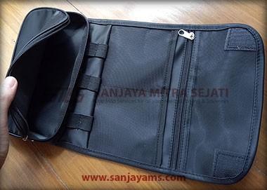 Bagian dalam pouch gadget