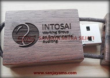 Contoh cetak laser logo di USB Kayu