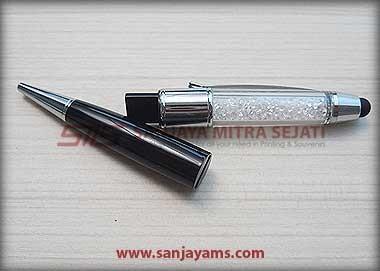 Tampak USB di Pen Crystal