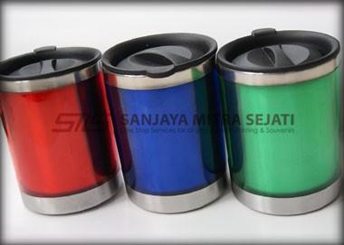 Mug tumbler memiliki 3 warna pilihan