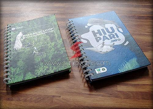 2 design pada memo hard cover