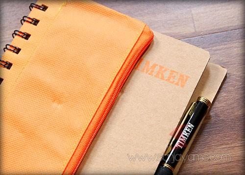 Cetak sablon 1 warna orange. Untuk pen besi request tambahan dari customer