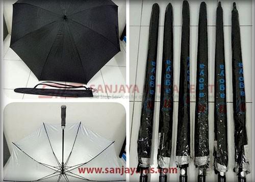 Payung warna hitam