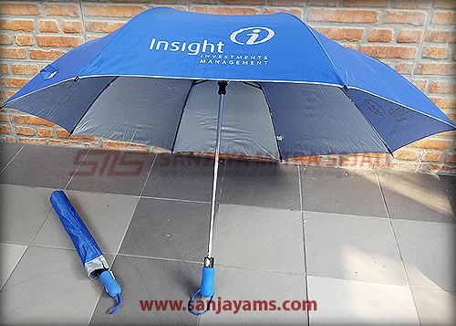 Payung dengan warna biru