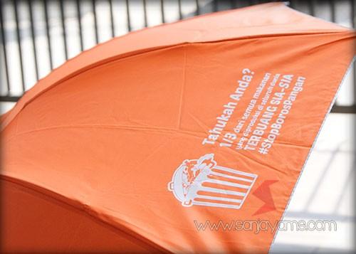 Detail cetakan logo pada payung