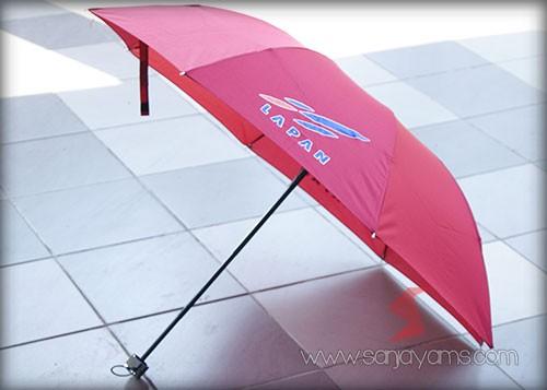 Payung Dengan Cetakan Logo Lapan