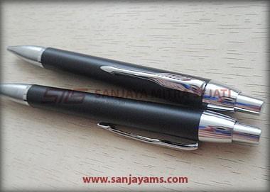 Pen B82