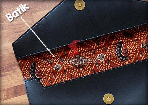Lapisan batik di bagian dalam pouch