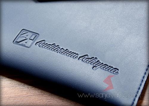 Hasil cetakan emboss logo perusahaan di Pouch