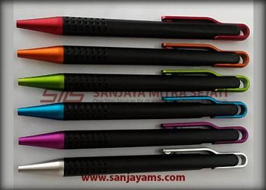 Pulpen ini terdiri dari 6 warna