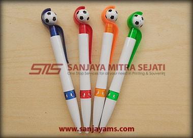 Pulpen ini terdiri dari 4 warna