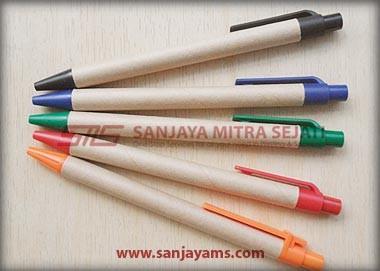 Pulpen terdiri dari 5 warna