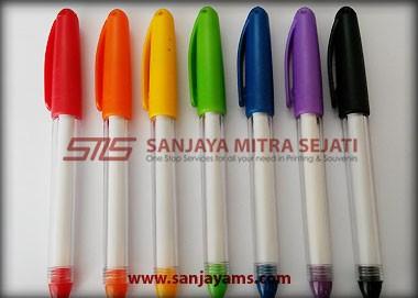 Pulpen ini terdiri dari 7 warna