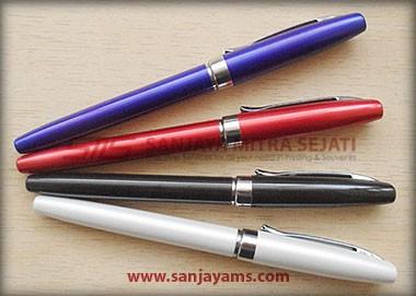 Pen terdiri dari 4 warna