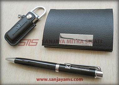 Terdapat item USB Kulit, Name Card dan Pen B09