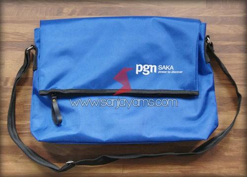Hasil cetakan logo PGN pada tas selempang