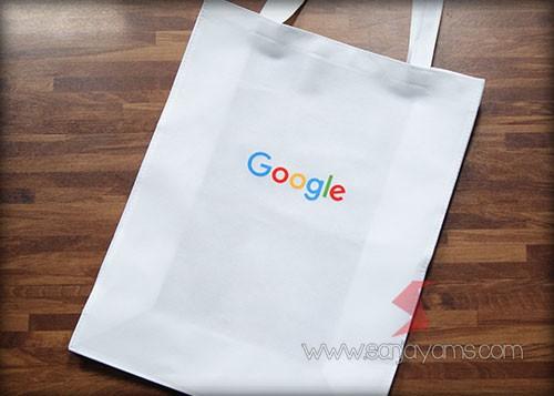 Tas dengan logo Google