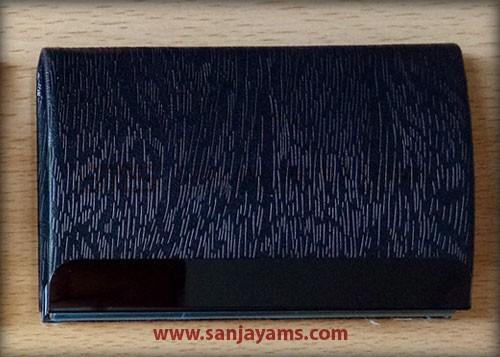 Kulit hitam motif serat kayu