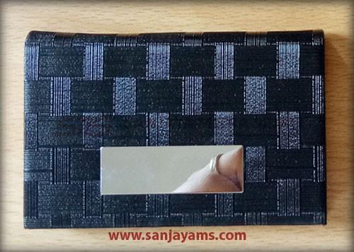 Kulit hitam motif kotak-kotak