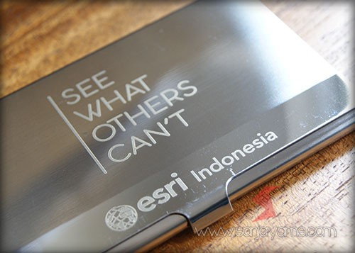 Detail hasil cetakan logo Esri