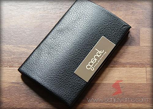 Hasil cetakan logo genset pada dompet kartu