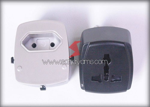 Detail travel adaptor 4 port USB