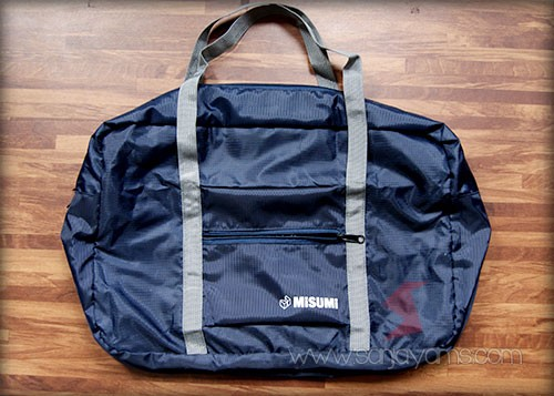 Tampak dibuka travel bag