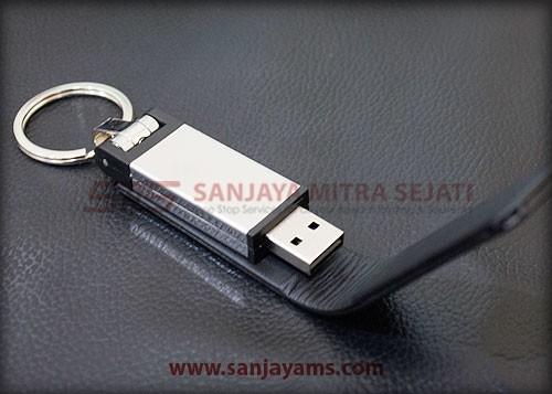USB kulit berwarna hitam