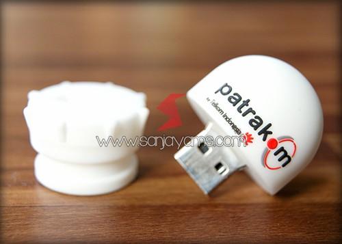 Detail USB Rubber Putih Tampak Terbuka