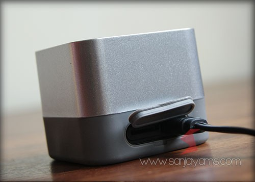 Posisi lubang charge speaker bluetooth